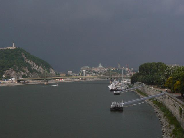 Vihar előtt, Duna