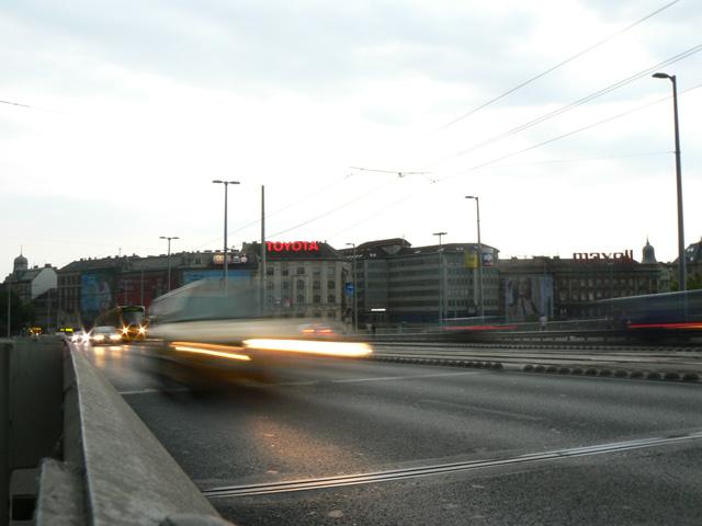 Vihar előtt, Petőfi híd